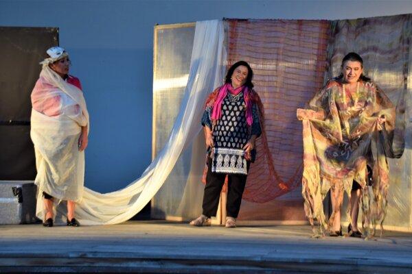 Divadelné predstavenie Herečky v obci Skalité