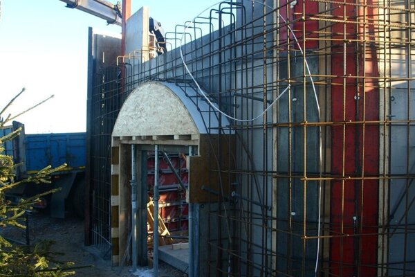 Stavba napreduje.