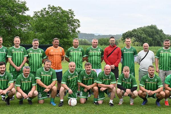 Futbaloví majstri ČSSR sa opäť stretli na trávniku.