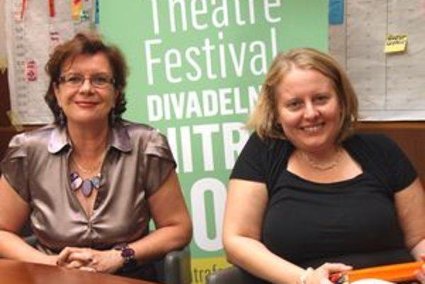 Zľava riaditeľka DN Darina Kárová a zostavovateľka sprievodného programu Slavka Civáňová.