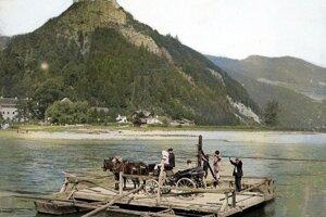 Niektoré fotografie starej Považskej Bystrice boli kolorované