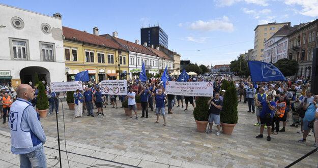 Protest oceliarov v košických uliciach.