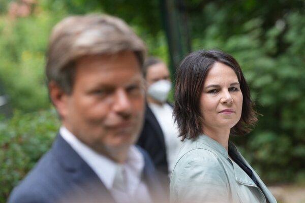 Spolupredsedovia Zelených Annalena Baerbocková a Robert Habeck.