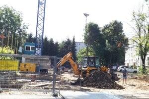 Výstavba sa začala v júni.