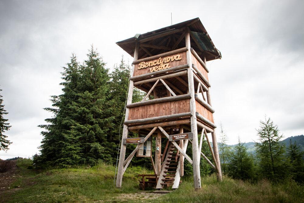 Bencúrova veža - Rozhľadňa na Ostredku v Demänovskej doline.