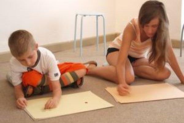 Stálymi návštevníkmi Prázdninového maľovania sú aj 7-ročný Adamko a 12-ročná Lucia z Nitry.