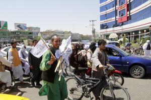 Vlajky Talibanu idú v Afganistane znovu na odbyt.