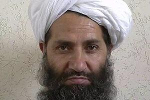 Na nedatovanej snímke je vodca afganského militantného hnutia Taliban Hajbatulláh Áchúndzáda.
