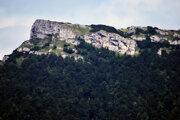 Pohľad na vrch Kľak v Rajeckej doline.