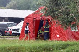 Na snímke evakuačný stan v Krahuliach neďaleko Kremnice.