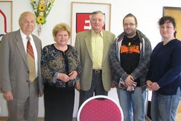 Ján Jančovic (v strede), vľavo riaditeľka DMS v Nitre Mária Miháliková.