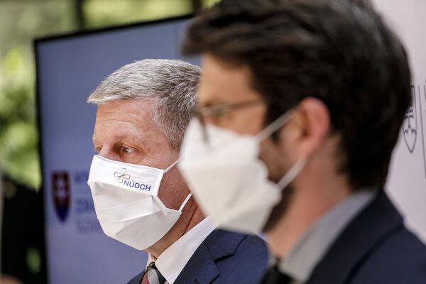 Minister zdravotníctva Vladimír Lengvarský (nominant OĽaNO) a riaditeľ Inštitútu zdravotných analýz Matej Mišík.