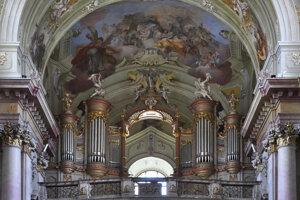Hlavná časť organa, ktorá bola najviac poškodená pri požiari v roku 1968 aj s maľbou sv. Cecílie na strope.
