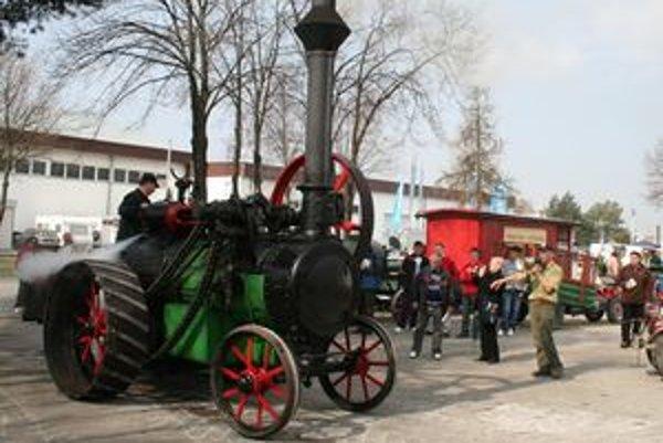 Samochodná parná lokomobila Eržika z r. 1914 vo funkčnom prevedení je unikátom.