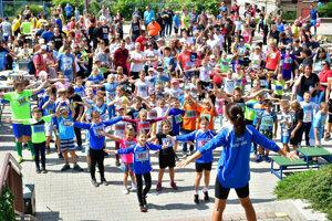 Vo Veľkom Lapáši sa do behu zapojilo viac ako 150 detí!