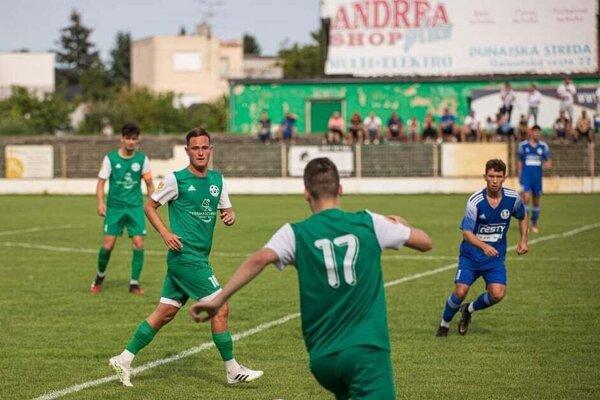 Nikolas Grác (v modrom) strelil v sobotnom zápase dva góly a na jeden prihral.