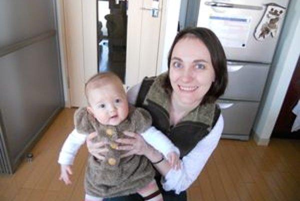 Alexandra je momentálne na materskej dovolenke s dcérou Emou. Popri tom prekladá (japončina - slovenčina - angličtina) a učí angličtinu.