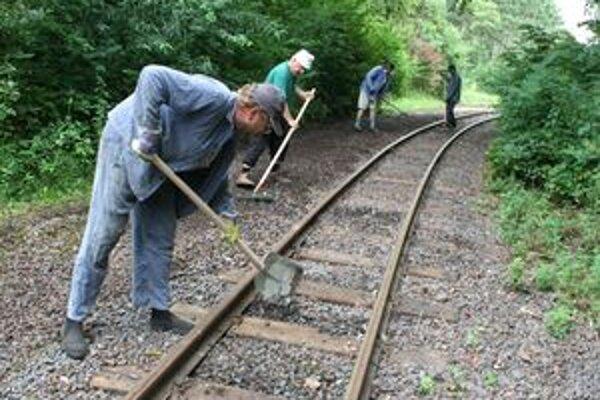 Takto sa na poľnej železnici brigádovalo vlani na jeseň.