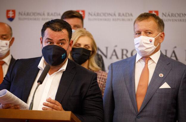 Advokát Vladimíra Pčolinského Ondrej Urban na tlačovej konferencii Sme rodina.