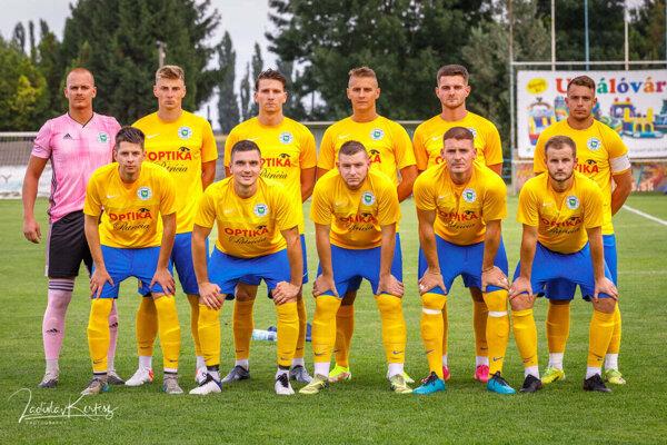 Futbalisti Trstíc uspeli v ťažkom zápase na ihrisku Mostovej.