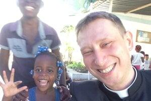Kňaz Peter Sýkora počas svojho pôsobenia v africkej Angole.