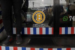Oznam o prijímaní bitcoinu v kaderníctve.