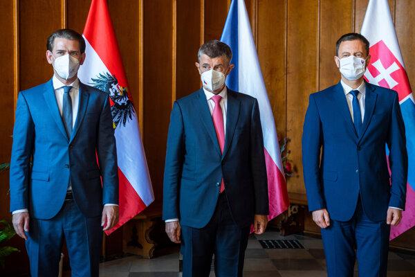 Na snímke zľava rakúsky kancelár Sebastian Kurz, český premiér Andrej Babiš a premiér Eduard Heger.