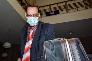 Dobroslav Trnka prichádza na hlavné pojednávanie v kauze Gorila na Okresný súd Bratislava.