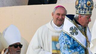 Pápež akoby Bezákovi povedal: Ty z tej zadnej lavice, poď dopredu