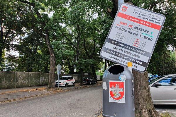 Zóna Tehelné Pole sa pripravuje na zavedenie celomestskej parkovacej politiky.
