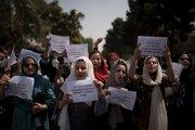 Afganky opäť vyšli do ulíc.