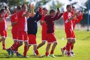 Futbalisti Pustých Sadov sa radujú - Veči pripravili prvú prehru v sezóne.