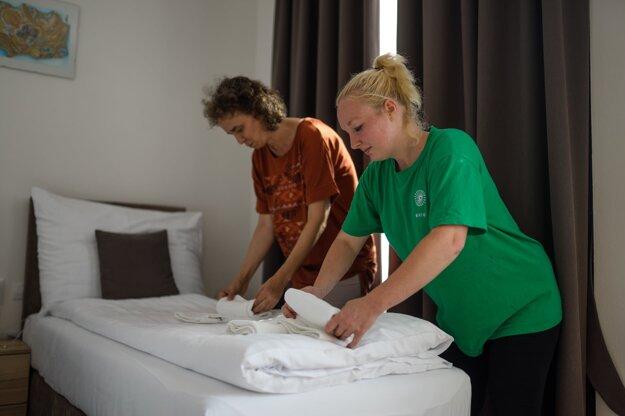 Bivio pripravuje ľudí s mentálnym hendikepom na prácu v ubytovacích službách.