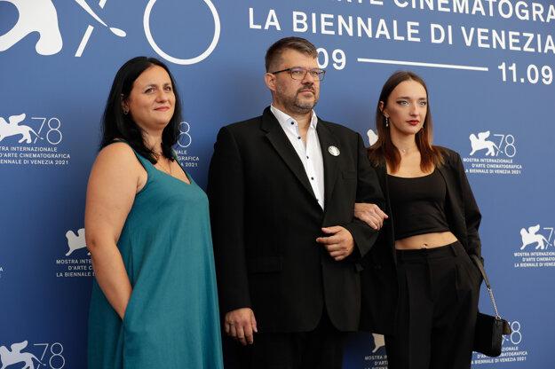 Peter Kerekes s herečkami z filmu Cenzorka Marynou Klimovou a Irynou Kiryazevovou
