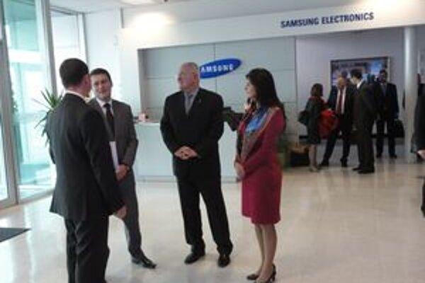 V Samsungu sa stretli zástupcovia ministerstva školstva spolu s podnikateľmi.