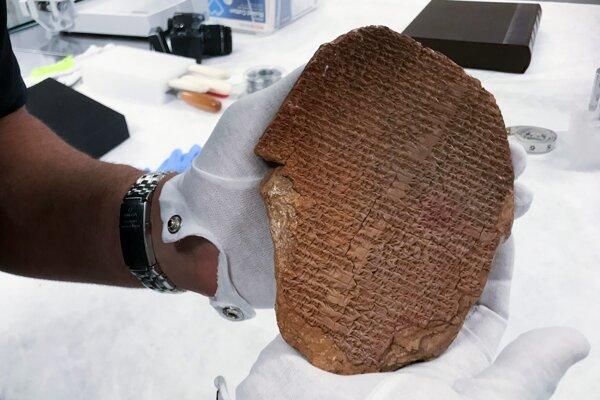 Tabuľka s eposom o Gilgamešovi.