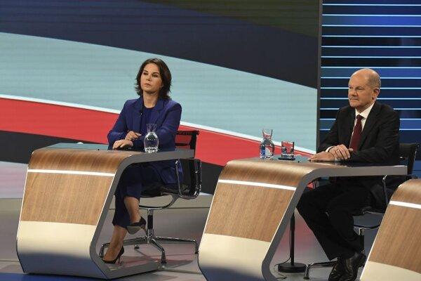 Vicekancelár a kandidáta SPD Olaf Scholz a líderka Zelených Annalena Baerbocková.