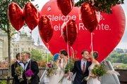 Manželstvo vo Švajčiarsku budú môcť uzavrieť aj dve ženy alebo dvaja muži.