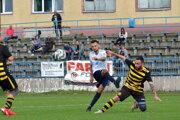 Marko Marčeta (v bielom) strelil do siete Turčianskych Kľačian tri góly.
