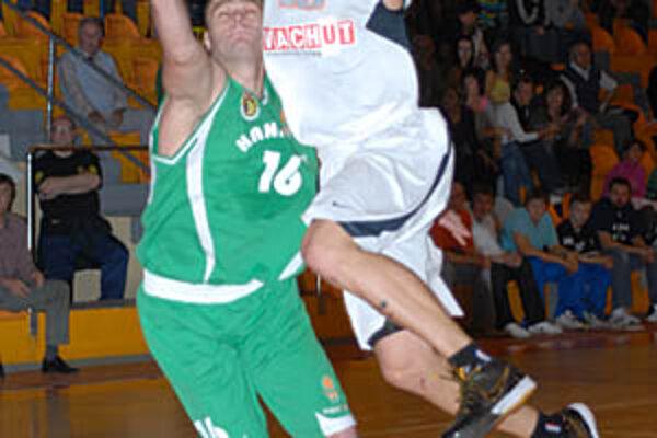 Pavel Bosák prispel k víťazstvu 18 bodmi.