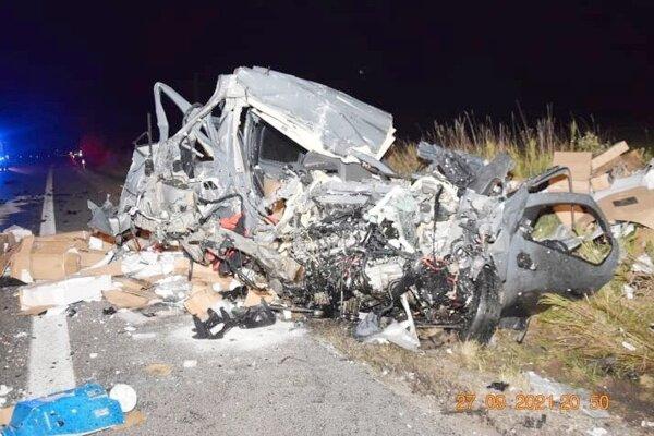 Vodič tohto auta zraneniam na mieste podľahol.