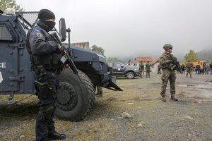 Z hraníc sa okrem kosovských Srbov stiahli aj príslušníci špeciálnych jednotiek kosovskej polície.