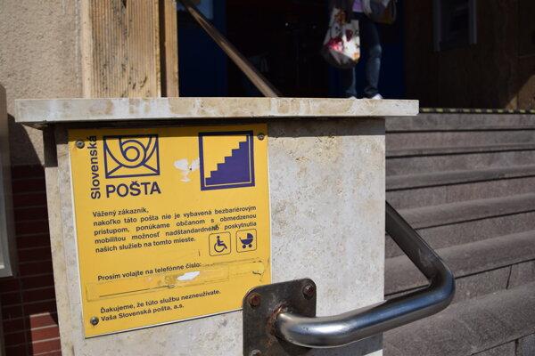 V Levickom okrese zrušili tento rok štyri pošty. Levickú hlavnú poštu majú debarierizovať.