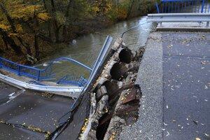 Tak dopadol most pri Kysaku. Zavreli ho a samovoľne sa zrútil.
