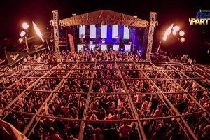 Tohtoročná Ibiza party prilákala na breh Oravskej priehrady kvantum ľudí.