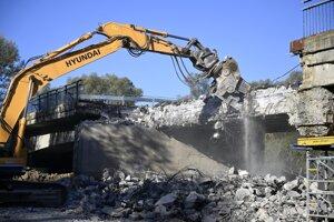 Búranie mosta pri Sirníku.