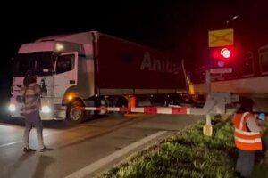 Nehoda na železničnom priecestí v Kalnej nad Hronom.