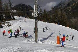 Prípravy na lyžiarsku sezónu sú v Tatrách v plnom prúde.