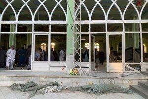 Mešita v Kandaháre po samovražednom útoku.