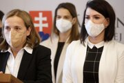 Zľava: Poslankyňa NR SR za Sme rodina Zuzana Šebová a predsedníčka Výboru NR SR pre zdravotníctvo Jana Bittó Cigániková.